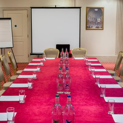 7 Meeting Room Amenities for Corporate Meets